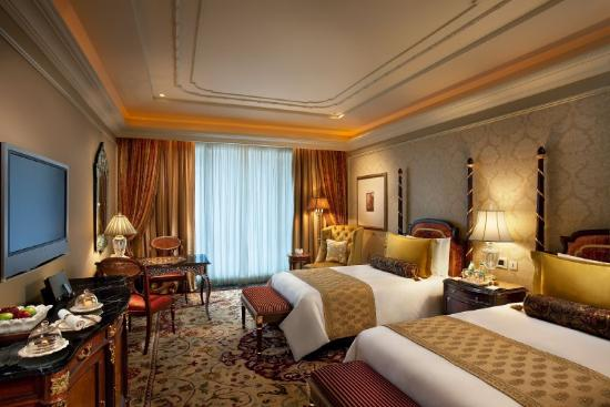 The Leela Palace New Delhi: LRDELAKRoyal Club Room Twin Bed