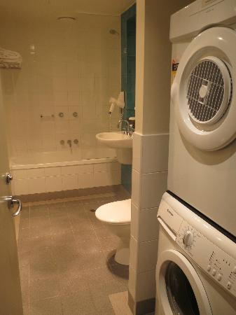 Quest on Chapel: The washer & drier are both in the bathroom