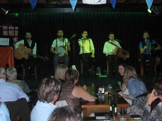 ذا آرلنجتون أوكونيل بريدج: Puca a great Irish band. 