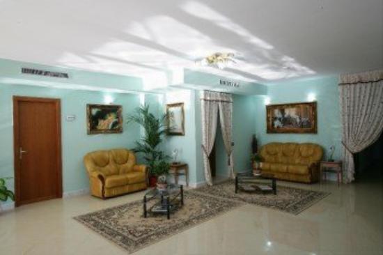Plaza Aversa: Hall Lounge