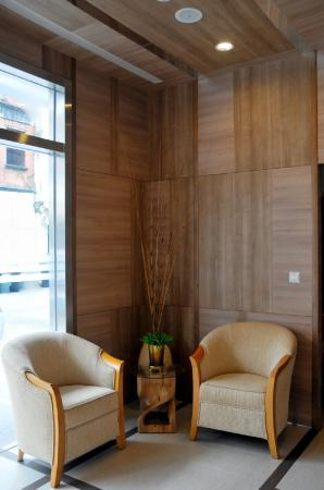 Hotel 81 - Osaka: lobby sitting area