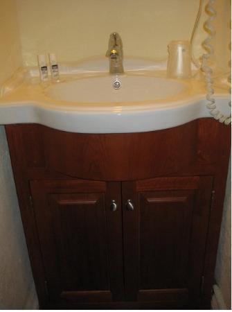 โพสโฮเต็ล: Bathroom Sink