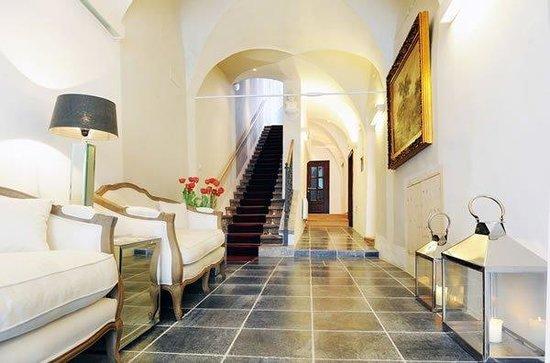 Lesar Hotel Angel: Lobby