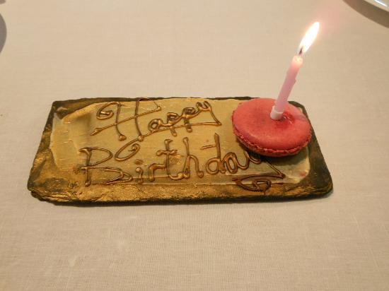 Petrus: birthday macaron