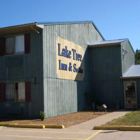 Laketree Inn & Suites: Exterior (OpenTravel Alliance - Exterior view)