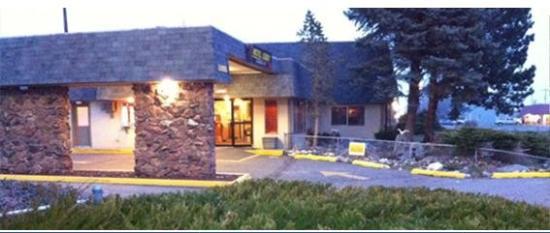 Loyalty Inn: Entrance