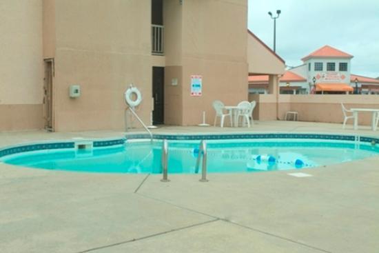 Americas Best Value Inn-Williamsburg/Lightfoot Area: Pool Sm