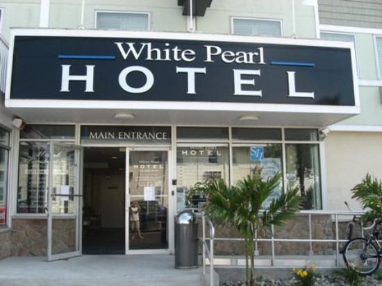 The White Pearl Hotel: Hotel Front