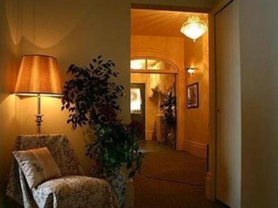 Sommerville Court Motel Bed & Breakfast : Interior