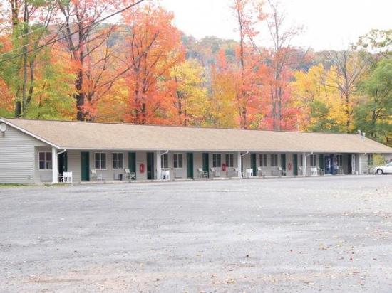 The Gravity Inn Motel: Motel Outside