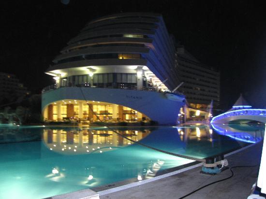 Titanic Beach Lara Hotel: resto