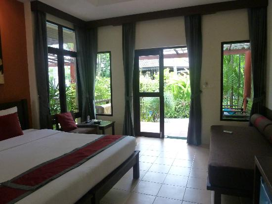 Baan Chaweng Beach Resort & Spa: Room 304 So lovely and bright and so convenient to beach and all facilities