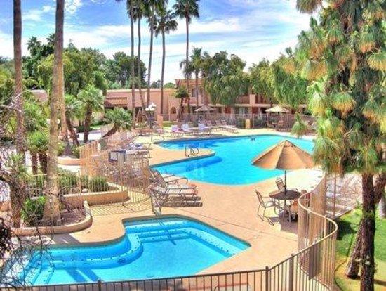 Ramada Mesa Phoenix East Area : Pool with Whirlpool Spa
