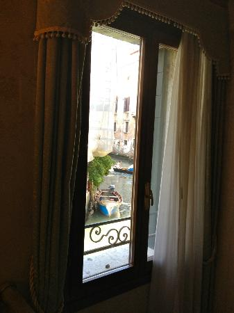Locanda La Corte: view from quad room on canal