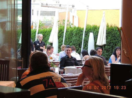 Goritschniggs Lunch Am Tag & Steakhaus Am Abend: Blick auf die Terrasse - die leider schon ausgebucht war :-((