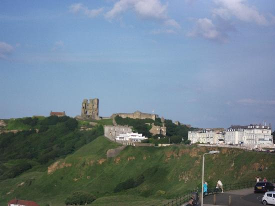 Cliffside Guest House: Scarborough Castle