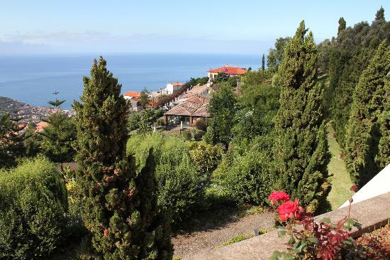 Quinta Do Estreito: Blick auf Garten und Grillrestaurant