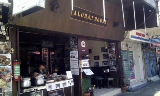 Aloha Guest House: Aloha's lunchtime noodle bar...
