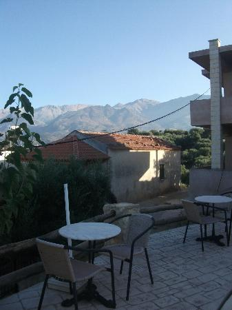Samonas Traditional Villas: view over the mountains