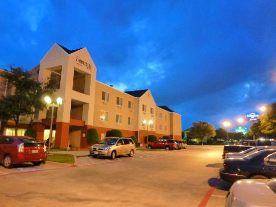 Fairfield Inn & Suites Dallas DFW Airport North/Irving: Hotel building
