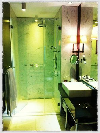 Hotel Topazz: Badezimmer