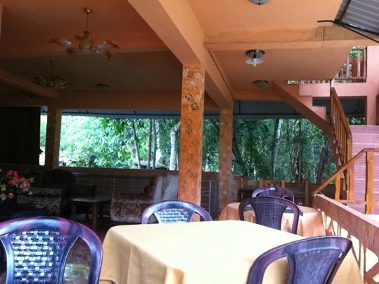 Sun Top Inn: common area