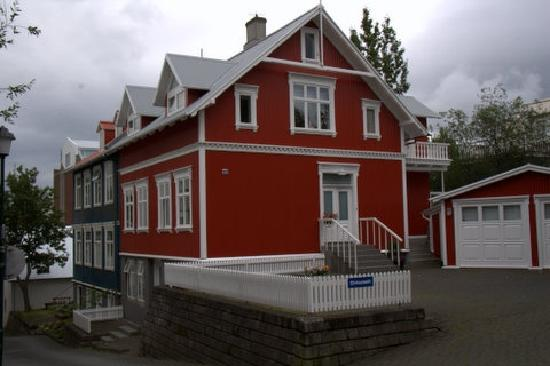 Brattagata Guesthouse