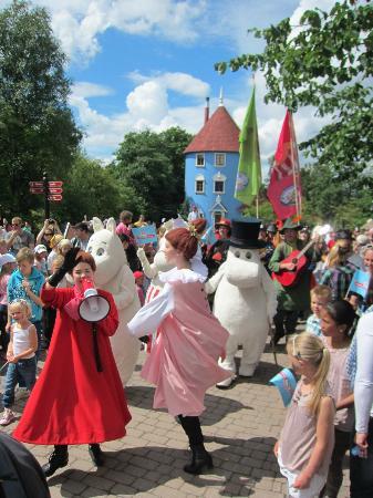 Moominworld (Muumimaailma): 20th anniversary - parade