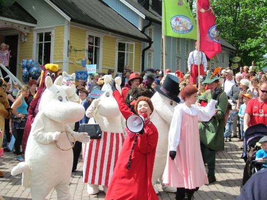 Moominworld (Muumimaailma): 20 year anniversary - parade