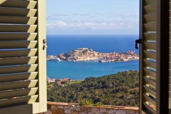 Tra Cielo E Mare B&B: Dal B&B si gode di una vista spettacolare sul golfo di Portoferraio