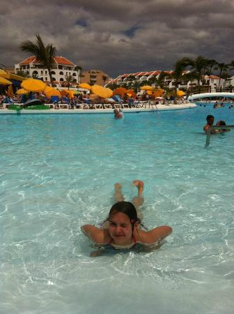 Parque Santiago: My daughter loved the pool...