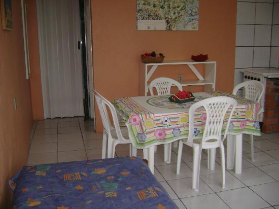 Residencial Pousada das Araras: Sala Dpto. frente a Piscina