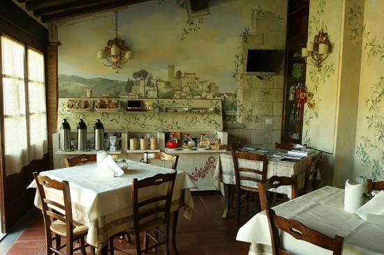 Villa Maria B&B : sala colazione, ma poi si consumava in giardino