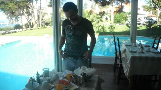 Villa Unika: Breakfast beside the pool