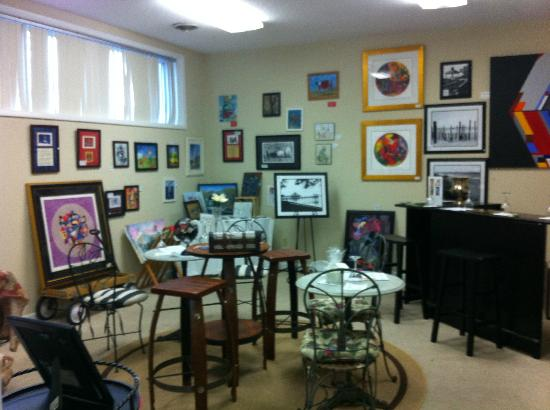Silver Coast Winery Tasting Room : Art Gallery