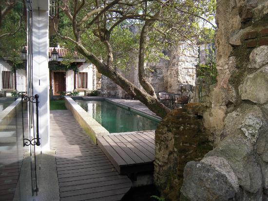 Hotel Cirilo: Pool area
