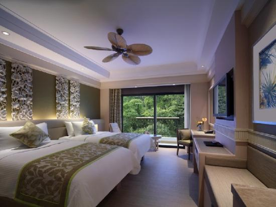 Shangri-La's Rasa Sentosa Resort & Spa: Superior Hillview Room