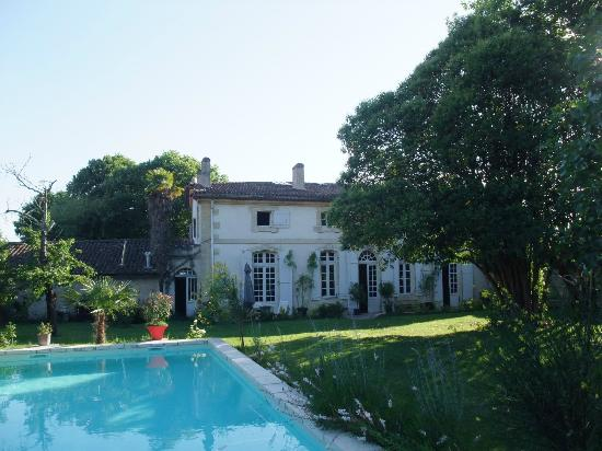Lestiac-Sur-Garonne, Frankrijk: Arrière de la maison - Piscine