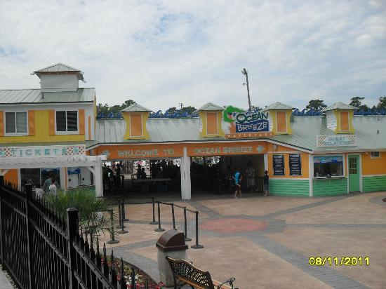Ocean Breeze Waterpark: Front entrance