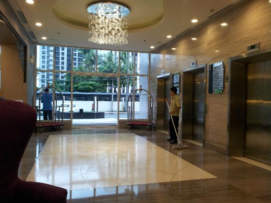 The Exchange Regency Residence Hotel: Lobby