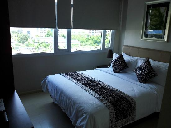 The Exchange Regency Residence Hotel: Master's Bedroom