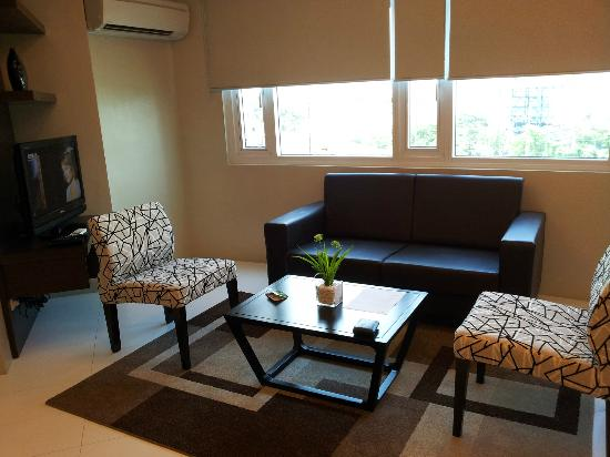 The Exchange Regency Residence Hotel: Living Room
