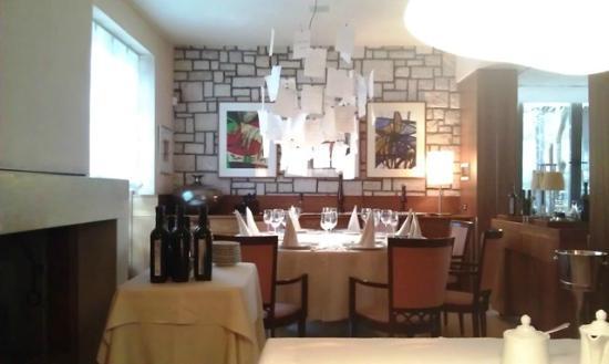 Hotel Milan: Un angolo della sala ristorante interna