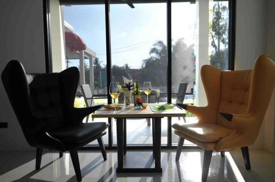Hang Around Restaurant & Bar: Furniture design