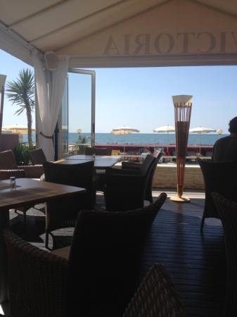 Hotel Victoria Frontemre : vista terrazza, prosecuzione sala da pranzo