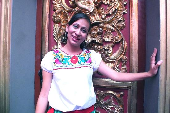 Meson Sacristia de la Compania : Mariel    hostess