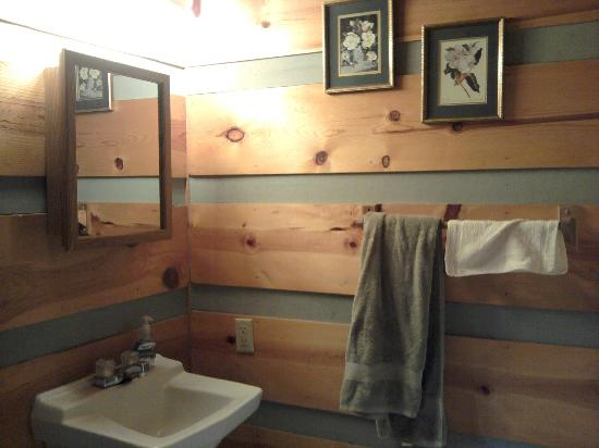 Riverside RV Park & Resort: Bathroom Cabin 6