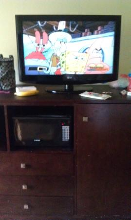Quality Inn: TV and microwave