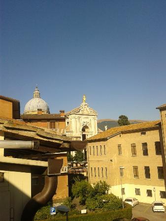 Camere Paolo: Ecco la vista suggestiva della basilica di S. Maria Degli Angeli da mia camera!