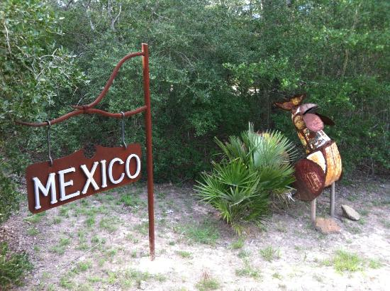 7F Lodge : Outside Mexico sign